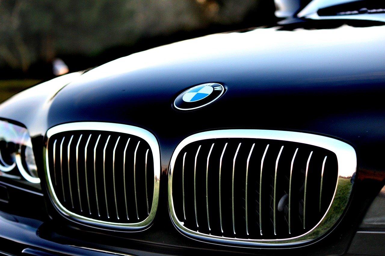 BMW czy Mercedes? Wojna samochodów z najwyższej półki